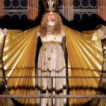 Mit dem feierlichen Prolog eröffnet am Freitag (30.11.2007) das Nürnberger Christkind, Rebekka Volland, einen der ältesten und beliebtesten Weihnachtsmärkte in Deutschland, den Nürnberger Christkindlesmarkt. Die 16-Jährige trug das 30-zeilige Gedicht von einem Balkon der Frauenkirche vor und läutete damit die Vorweihnachtszeit in Nürnberg ein. Bis Heiligabend wird an rund 180 Ständen das weihnachtliche Sortiment angeboten. Die Stadt erwartet auch in diesem Jahr etwa zwei Millionen Besucher. Der älteste Nachweis für den Nürnberger Christkindlesmarkt geht auf das Jahr 1628 zurück. Foto: Marcus Führer dpa/lby +++(c) dpa - Bildfunk+++ +++(c) dpa - Bildfunk+++